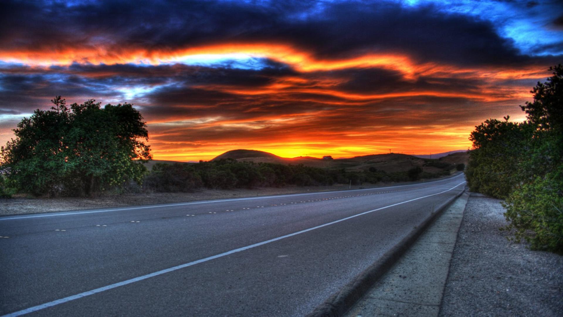 Закат над дорогой смотреть